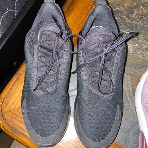 Woman's Nike 270's